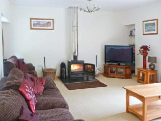 GLEN VIEW, barn conversion with woodburner, en-suites, pet-friendly, next to a g