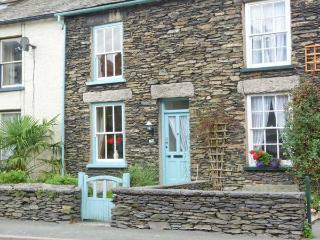 SPYRI COTTAGE, fabulous lakeland cottage, woodburner, en-suite, dog welcome, stunning scenery, in Windermere, Ref 914491