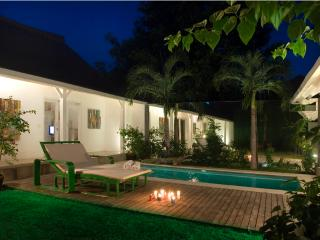 Semeton, Luxury 3 Bedroom Villa, 'Eat Street' Seminyak