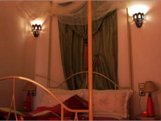 Riad Aquarelle - La Chambre 'Pétales de Rose', Marrakech