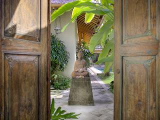 Villa Kampung Kecil 3-bedroom villa in Seminyak