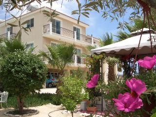 Simon Court 3, Pyla