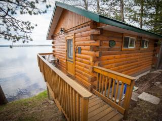 Romantic Cottage Retreat, Golden Lake