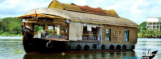 Royal Ark - The Houseboat