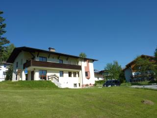 Great large 2-bedroom garden flat with amazing vie, Seefeld in Tirol