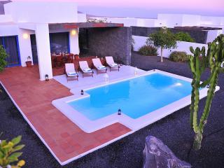 Villa Bellavista B3 with private heated pool, wifi, air conditioner, etc ..., Playa Blanca