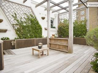 Interior Designer's Dream, 3 bed, Holland Park with Roof Terrace!, London