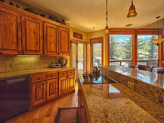 Luxurious 4 Bedroom 4.5 Bath Deer Valley Ski Condo!!, Park City