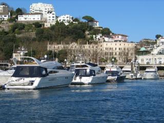 Great location by harbour - one bed (10a)