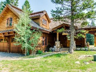 Natural wood lodge at Tamarack Ski Resort w/private hot tub!, Donnelly
