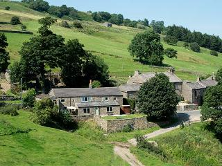 THE COTTAGE, detached farmhouse, open fire, woodburner, WiFi, near Leyburn, Ref