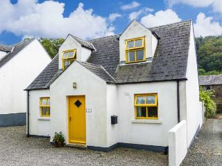 WOODLAWN, detached cottage, open fire, centre of coastal village, in Arthurstown, Ref 915722