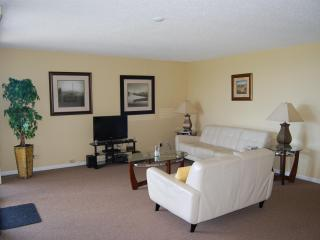 2 Bedroom 2 Bath Condominium 1 mile To Beach