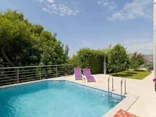 Luxury Villa with heated pool and incredible view, Okrug Gornji