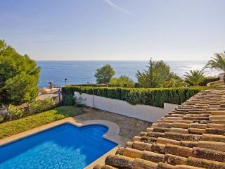 Villa Diego -  With seaviews and only 250 m to the sand beach., Benissa