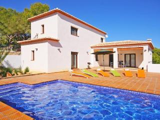 VILLA PINETS: modern villa, private pool, bbq, Benissa