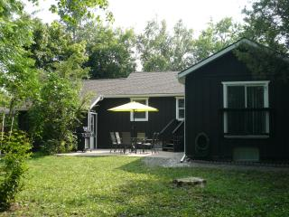 Airlie Cottage 3 bedroom, 2 baths, Niagara-on-the-Lake