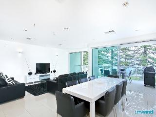Unwind @ Breeze 28 SUPER Beachfront Penthouse, Best Location in VH, Victor Harbor