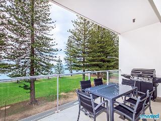 Breeze 28 SUPER Beachfront Penthouse - Victor Harbor