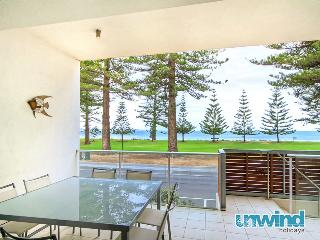 Breeze 8 Beachfront Apartment - Victor Harbor
