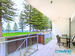 Breeze 9 Beachfront Apartment 'Hot Orange' - Victor Harbor