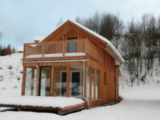 Ski and Sun Mountain retreat with Wifi and sauna