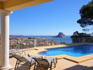 VILLA ORION: modern villa with superb sea views, Calpe