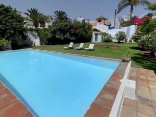 4B 4BTH Private pool villa calle Carabeo just a  stroll to the Balcon T0192