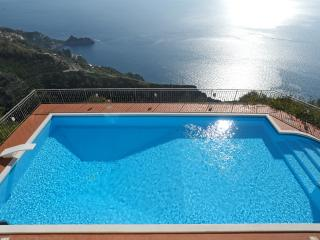 Villa dei Signori, big beautiful pool, amazing views, great location