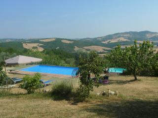 Nice apartment for 2 , near Siena, pool, quiet, panoramic views, garden