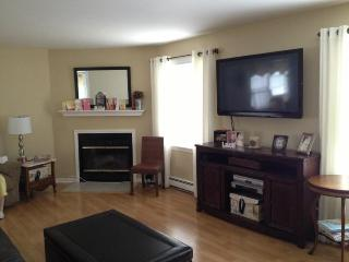 2 bedroom/2 bath w/parking/ 8 mins to Boston!, Revere