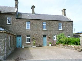 NORTHEND, semi-detached cottage, enclosed courtyard garden, in Chirnside, Ref