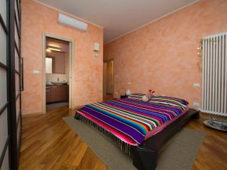 FICODINDIA - Cozy, Quiet, Parking, WiFi, AC., Bolonia