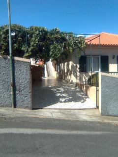 house (private parking)