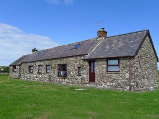 Pet Friendly Holiday Cottage - Tai Bach, Croesgoch