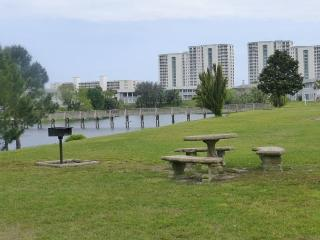 Spacious Condo on Lake in the Heart of Destin! Located on the first floor!!!!