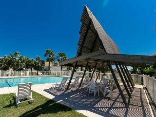 Oceanfront Condo! Steps to the Beach, Sleeps 4! Winter Texans Welcome!