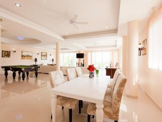 Luxury 3 Bedroom Apartment, Rawai