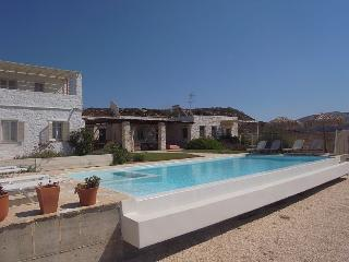 Naoussa Villa 2-4 bedrooms, priv pool