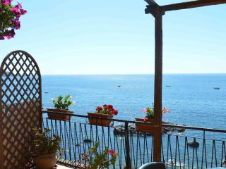B&B Teocle holiday beach rooms close to sea, Giardini-Naxos