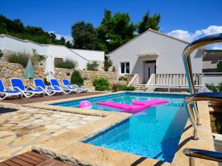 Seafront villa with pool, Molunat