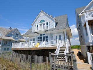 Island Drive 4336 Oceanfront! | Internet, Community Pool, Jacuzzi, Pet Friendly
