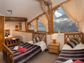 SKIVILLAROGER -  Stunning Chalet, 4 Bedrooms, Fully Ensuite, Outdoor Hot Tub