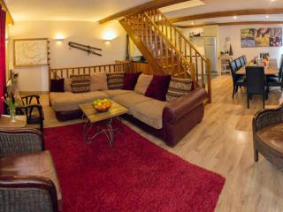 SKIVILLAROGER -  Stunning Chalet, 4 Bedrooms, Fully Ensuite, Outdoor Hot Tub, Les Arcs