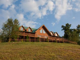 Moose Hollow Lodge-Spectacular Mansion on a Hill, Sevierville