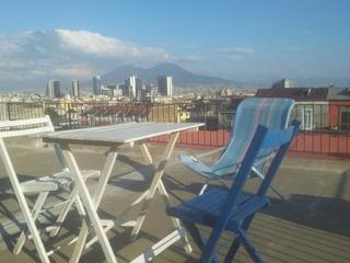 SUNNY FLAT IN THE HEART OF NAPLES