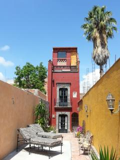 Casa Mirador has an area to relax and take a sunbath while listening to the fountain and birds.