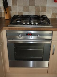 Cooker, gas hob and electric oven/grill