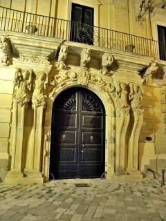 portone di entrata a Palazzo Marrese