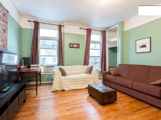 Huge Flat Located One Stop from Manhattan!
